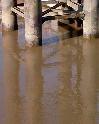 River Thames, Canary Wharf pier
