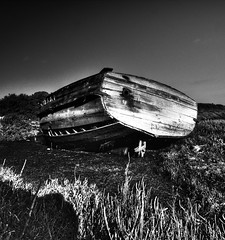 O Barco (Louis Dobson (formerly acampm1)) Tags: faro decay highcontrast riaformosa smallboat
