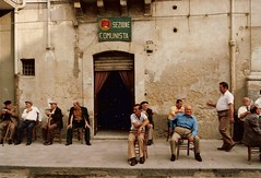 Circolo comunista - Sicilia (sangiopanza2000) Tags: italien italy italia foto communist elders italie sicilia comunista circolo anziani sangiopanza 123faves circolocomunista 50club 50clubxcalidad incatenate rgsstreetphotography leuropepittoresque