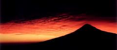 ...cholula sky!!!!! (Ista) Tags: sunset mexico lafotodelasemana atardecer womenonly cholula puebla mexic popo volcan postadesol vulcanus volca popocateptl lfs042006 lfscontraluces