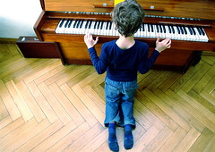 Piano (rolands.lakis) Tags: boy musician music play legs piano latvia rolands lakis henrijs photodotocontest1 rolandslakis