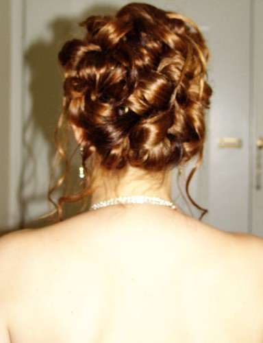 Choose that hairstyle for the prom which is elegant as well as formal.