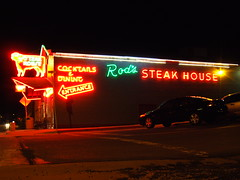 Rod's Steak House (Curtis Gregory Perry) Tags: old light arizona house signs classic luz glass sign night vintage restaurant licht cow neon glow williams bright lumire tube tubes entrance ne retro steak signage rod dining glowing arrow cocktails dying rods luce muestra important signe sinal neons  zeichen  non segno      teken      glowed    neonic