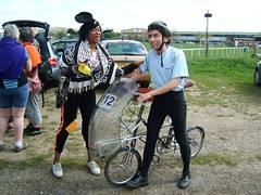 DSCF6569 (anglepoise) Tags: andy bicycle recumbent yolanda moulton hillingdon am5 hpv alexmoulton 30042006 bhpc zzipperfairing