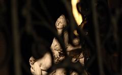 statue dans Notre Dame de Paris (--dan--) Tags: statue canon loveit tamron 30d canon30d tamron2875mmf28