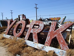 York (Curtis Gregory Perry) Tags: york old las vegas light red signs classic luz glass graveyard sign night vintage licht rojo neon glow bright lumire tube tubes ne retro signage glowing dying boneyard luce muestra important signe sinal neons  zeichen  non segno      teken    roht   glowed    neonic