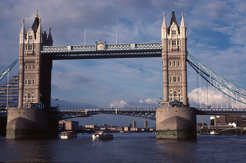 1984-09 Thames tower bridge