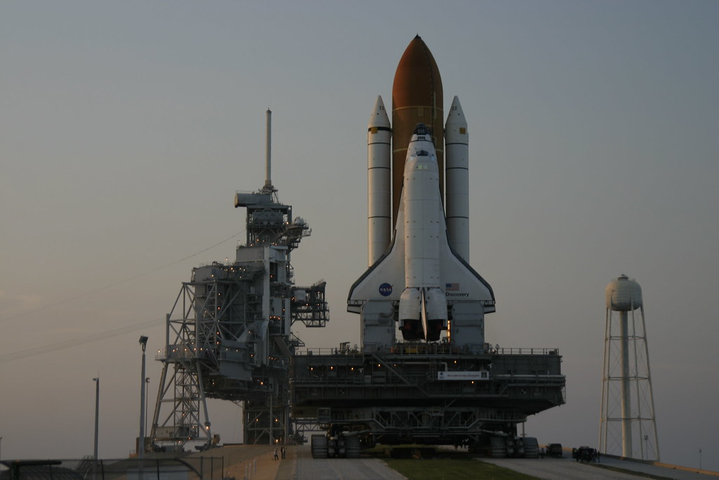 Space Shuttle Discovery Nears Pad 39B