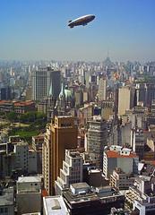 São Paulo (Alê Santos) Tags: city brazil buildings flying downtown baloon centro balão sp paulo são prédios vôo zepelim zepellim thechallengefactory damniwishidtakenthat