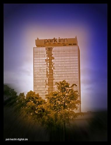 Park Inn Hotel in Trümmern???