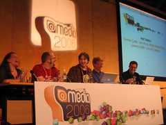 So much chemistry (cindyli) Tags: england london jon media eric 2006 jeremy tantek mollyholzschlag jonhicks jeremykeith tantekelik ericmeyer atmedia media2006 atmedia2006 hottopics microformatstshirt media06