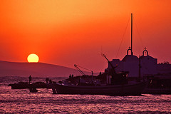 See you tomorrow (PauloSantos) Tags: travel sunset red colour canon top20sunrisesunset greece 2550fav 600v viagens eos5 mykonos f41 velvia50 444v4f 400v20f abigfave