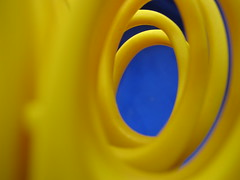 Yellow and Blue (mtyto) Tags: blue color colour macro yellow work canon office scissors livejournal top20macro top20macroinanimate officesupplies ixy top20system officeequipment everydayitems canonixydigitall2 canonpowershotsd20 gtaggroup mtyto canondigitalixusi5