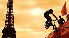 Paris LG Action Sports World Tour 2006 (Sam OULMOU) Tags: world street streetart paris france tower sports bike sport bmx tour sam action top20actionshots eiffel 2006 lg toureiffel trocadero velo lgactionsports oulmou samoulmou