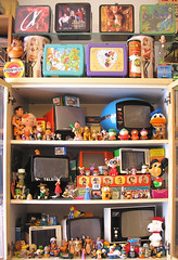 TV SETS & MORE (Zellaby) Tags: toys tv display collection peeweeherman snoopy mickeymouse lunchboxes donaldduck conan flinstones fiorucci mupi cinevisor
