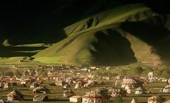 Campsite (oeyvind) Tags: china field tibet amdo kham     yushu qinghai chn   jyekundo gyegu