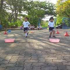 kegiatan-olahraga-memindah-bola-lari-silang (9)