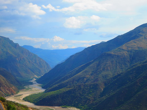 A lo lejos sigue el rio Chicamocha su recorrido...