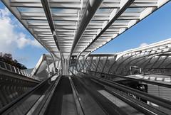 Fahrgast (in explore) (tan.ja1212) Tags: bahnhof train station lüttich liègeguillemins fahrgast passenger rolltreppe escalator