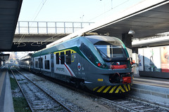 ETR 425 028 a Milano Porta Garibaldi (simone.dibiase) Tags: train station stations rail rails railway railways italy italia france francia loco locos locomotive locomotiva ferrovie dello stato italiane fs nikon d3300 dslr camera nikond3300 passion passione trainspotter best picture world trenord milano porta garibaldi milan etr 425 028