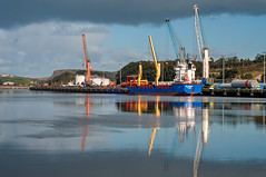 Ría de Avilés (ccc.39) Tags: asturias avilés puerto ría cantábrico barco carguero grúas agua mar reflejos