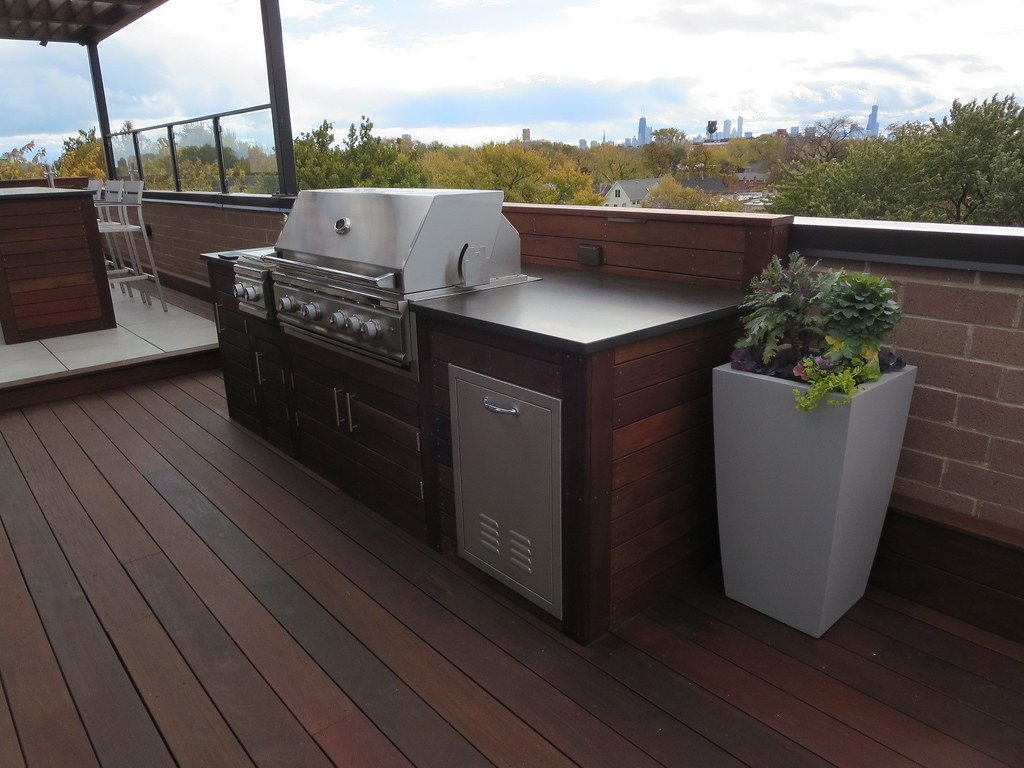 IMG_4166 (Chicago Roof Deck And Garden) Tags: Ipe Cladding Bar Grill  Fiberglass Planter