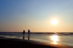 2015-07-12 18.00.20 (pang yu liu) Tags: sunset beach coast dusk jul 日落 07 公園 夕照 2015 海邊 海岸線 新屋 七月 漂流木