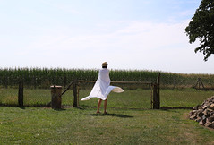 (atomareaufruestung) Tags: summer woman white sexy lady canon fence cornfield legs skin wind sommer windy august hut heat zaun brandenburg beine bedsheet haut 24105 prignitz 2015 hitze weis maisfeld mülltone ef24105mmf4lisusm strehlen fedorahat canoneos7dmarkii 7dmarkii canon7dmarkii eos7dmarkii 7dmark2