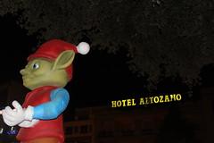 Gnomo navideño en la plaza del Altozano (Ramón J. Martínez) Tags: imagen y sonido bosco