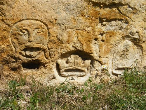 Szentmargitbányai kőfejtő, keresztény bevésések