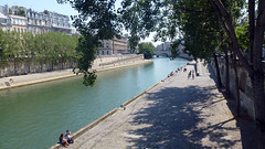 Paris, Seine Sur le Pont-Neuf (andantheandanthe) Tags: quay pontneuf pont neuf seine river culture history tours paris france quai water bridge beautiful architecture