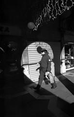 2017♦019 (ruggeroranzani_RR) Tags: analog blackandwhite 35mm film rolleisuperpan200 rolleisupergrain nikonf2photomic nikonnikkorncauto128f24mm man people venice filmdev:recipe=11148 film:brand=rollei film:name=rolleisuperpan200 film:iso=200 shadows
