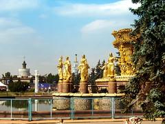 İnsanların kardeşliği - Friendship of people (halukderinöz) Tags: satatue heykel havuz fountain vdnkh russia rusya moscow moskova