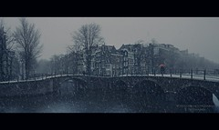 Red In Blue (Nico Geerlings) Tags: snowfall amsterdam holland netherlands cold sneeuw ice winter grachten canals bridges ngimages nicogeerlings nicogeerlingsphotography fujifilmxt2 fujinon xf14mm