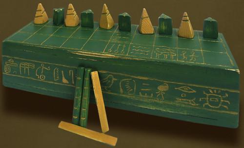 "Senet - Lujoso sistema de objetos lúdicos obsequio del dios Toht a la faraona Nefertari • <a style=""font-size:0.8em;"" href=""http://www.flickr.com/photos/30735181@N00/32369498122/"" target=""_blank"">View on Flickr</a>"