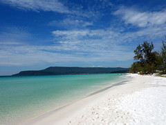 Long Beach, Koh Rong (genchi71) Tags: cambogia vacation holiday trip viaggio vacanza sea landscape siemreap mare spiaggia beach turquoise turchese kohrong rong lunga longlongbeach sihanoukville white bianca arena sand