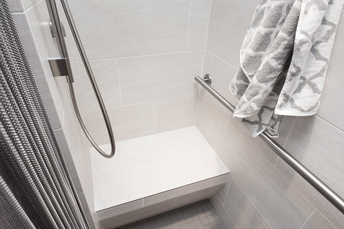 73rd Avenue Bath 017