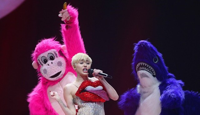 ken-ham-thinks-miley-cyrus-should-have-sex-with-animals-665x385