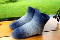 2015.07.30. huovutetut tossut x2 002m (villanne123) Tags: felted knitting handknitted 2015 finnwool huovutettu neulottu tossut hahtuva neulotut pirtinkehraamo hahtuvatossut villanne