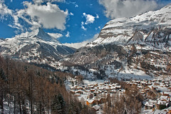 Swiss Winter Time will be happening...The Matterhorn , the Symbol of Switzerland and Zermatt . No. 4120. (Izakigur) Tags: suizo swiss svizzera سويسرا laventuresuisse lepetitprince myswitzerland landscape alps alpes alpen zermatt matterhorn cervin cervino switzerland schwyz suïssa suiza suisse suisia schweiz ch lasuisse musictomyeyes nikkor nikon helvetia liberty izakigur flickr feel europe europa dieschweiz nikond700 nikon2470mmf28g snow kantonwallis cantonduvalais white village snowy