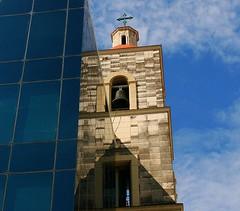Cuba d'hier et de demain (Pi-F) Tags: glise batiment ancien moderne pierre verre clocher bureau immeuble cuba lahavane cloche croix fentre tour angle ligne canon eos