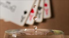 Drop... sur Carré d'As. (Dany-de-Nice) Tags: macro liquide liquid eau water goutte drop cartes cards jeudecartes deckofcards deck carrédas fouraces bokeh 6d 100mm