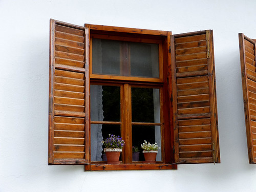 Óbánya, Virágos ablak