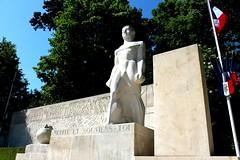 Réfléchis et n'oublie pas... (Fixlovbib) Tags: troyes monuments resistants mortpourlafrance