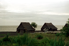 26-479 (ndpa / s. lundeen, archivist) Tags: ocean sea bali color film rural 35mm buildings indonesia coast village 26 nick coastal southpacific 1970s 1972 indonesian balinese dewolf oceania pacificislands nickdewolf photographbynickdewolf reel26