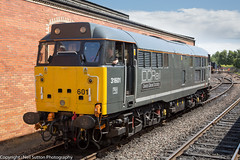 DCR 31601 Bo'ness Station (Neil Sutton Photography) Tags: train scotland br unitedkingdom railway loco locomotive ped boness dcr srps preservedrailway diesellocomotive dieselelectric class31 31601 bonesskinneilrailway greylivery scotlandsrailway devondieselsociety bonessstation