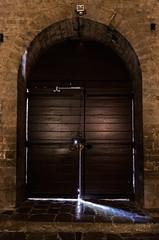 (FackFoto) Tags: licht kirche tor schatten tr kloster abbaye