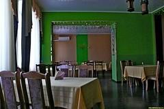Ну а здесь мы уже в кафе или даже ресторане в самом городе Анна. Зеленые стены, скудное меню и почти нет посетителей.
