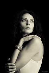 Ely (Dani_vr) Tags: luz light modelo estudio bella rittrato retratos sesiones lowkey