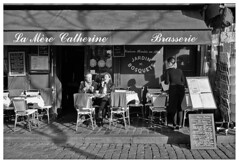 Montmartre V (madras91) Tags: nb bw blackandwhite noiretblanc monochrome montmartre paris france leica leicam2 summaron summaron35mmf28 street streetphotography analogic